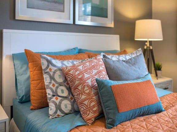 model unit decorative pillows