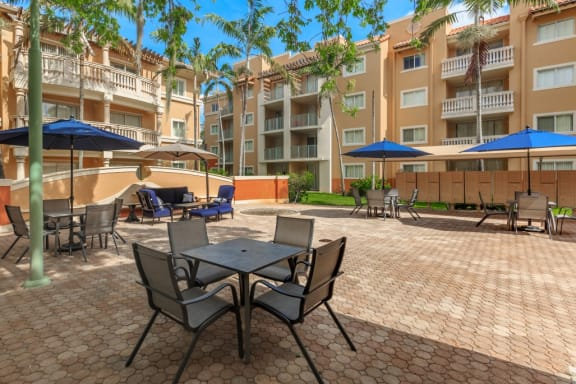 Shamrock of Sunrise Apartments Courtyard
