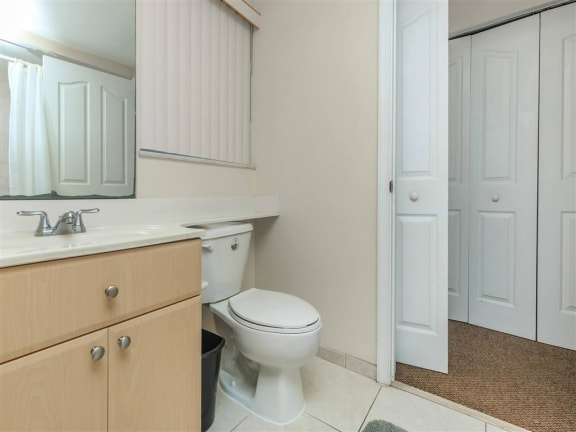 shamrock of sunrise fl apartments model unit bathroom