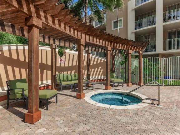 shamrock of sunrise fl apartments jacuzzi