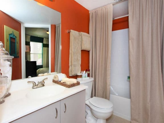 vero beach apartments bathroom
