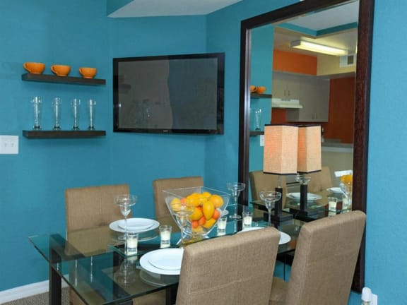 vero green apartments dining room