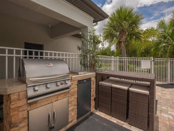 vero green outdoor grill area