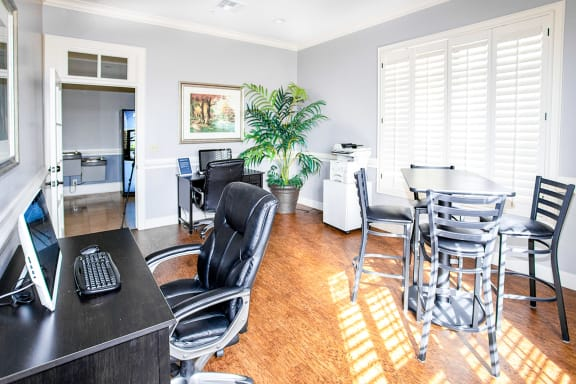 Sonoma Grande Apartments Coworking Home Office Free Wifi