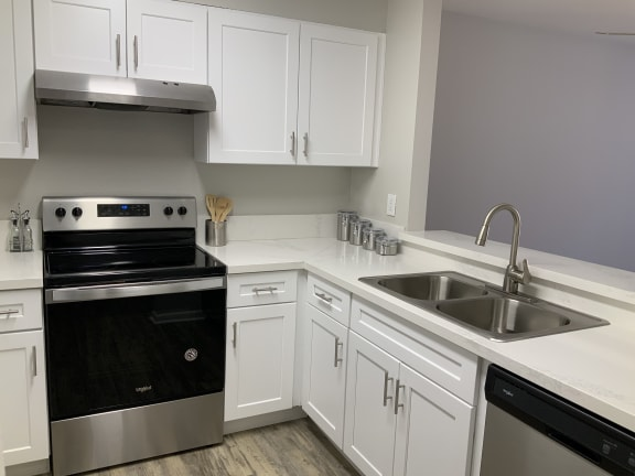 Electric Range In Kitchen at Del Norte Place Apartment Homes, El Cerrito