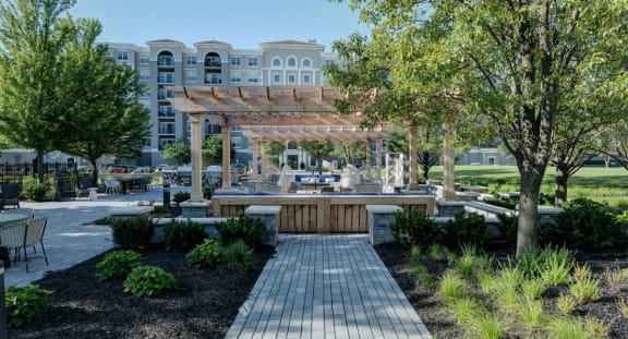 Outdoor Kitchen and Eating Area at The MilTon Luxury Apartments, Illinois