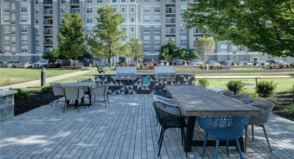 Outdoor Sitting Area at The MilTon Luxury Apartments, Illinois