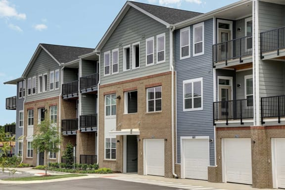 Detached Garages Available at Whetstone Flats, Nashville