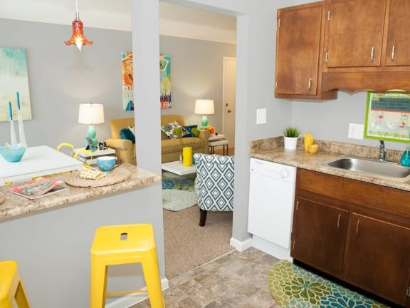 Breakfast/Coffee Bar at Kingston Square Apartments in Indianapolis