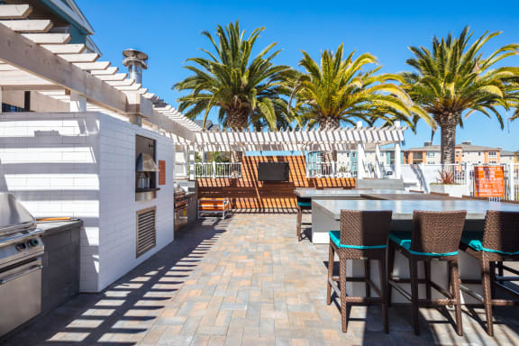 Outdoor Kitchen at Blu Harbor by Windsor, Redwood City, CA