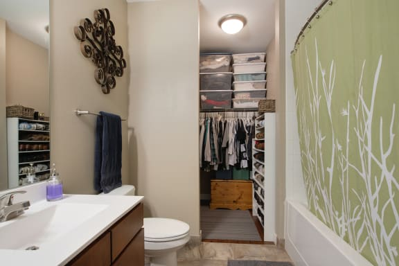 Be @ The Calhoun Greenway Apartment Bathroom with partial walk-in closet, tub and shower, toilet, and vanity sink