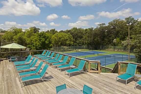 Regency Woods Apartments in Minnetonka, MN Sun Deck