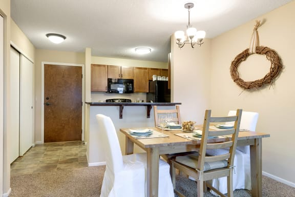 Regency Woods Apartments in Minnetonka, MN
