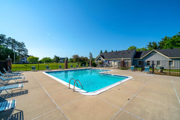 Swimming Pool Access with Large Sundeck and Free Wi-Fi at Canal 2 Apartments, Lansing