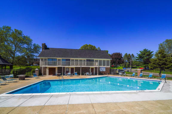 Swimming Pool with Large Sundeck and Free Wi-Fi at Concord Place Apartments, Kalamazoo