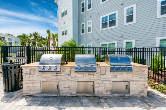 outdoor kitchen-grills