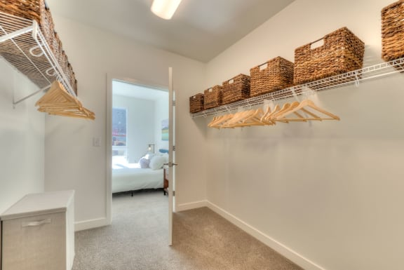 One and Two bedroom apartments Des Plaines, IL with large bedrooms, oversized closets, spa bath. and great pool views-1555 Ellinwood Avenue