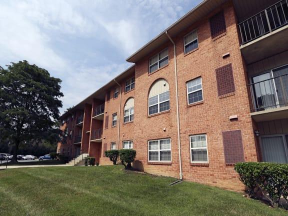 Seminary Roundtop Apartments front exterior
