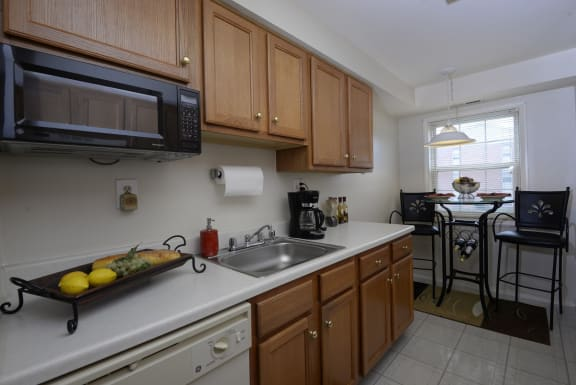 Seminary Roundtop Apartments eat in kitchen