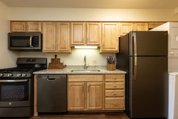 Renovated kitchen with slate appliances at Charlesgate Apartments in Towson MD