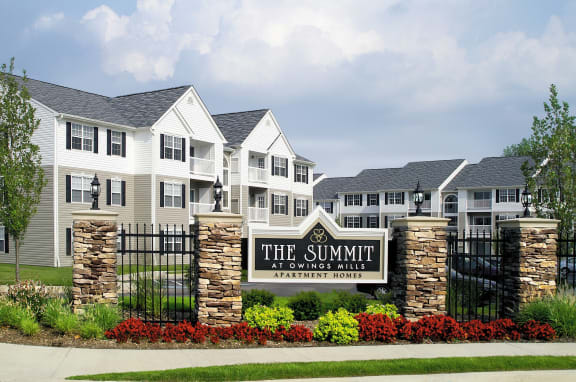 Exterior Apartment Building The Summit at Owings Mills