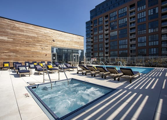 Rooftop Hot Tub at 640 North Wells, Chicago