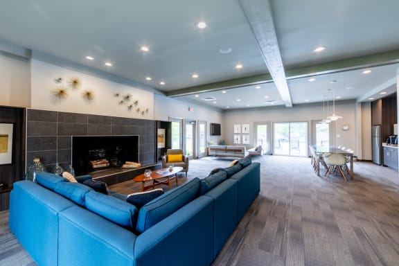 Resident Lounge Area at Woodbridge Apartments, Louisville