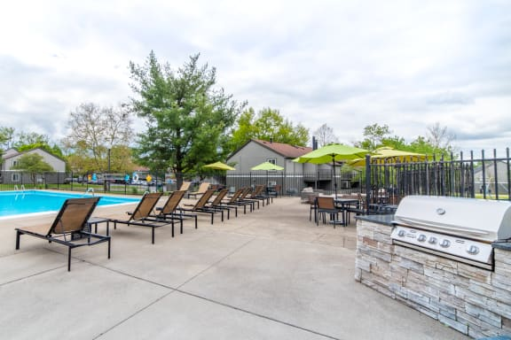 Poolside Grilling Stations at Woodbridge Apartments, Louisville, 40242