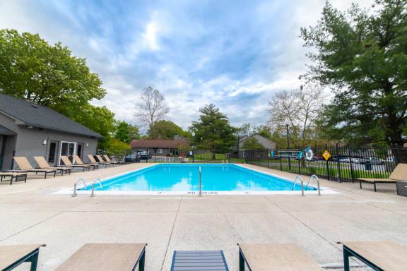 Outdoor Swimming Pool at Woodbridge Apartments, Louisville, 40242