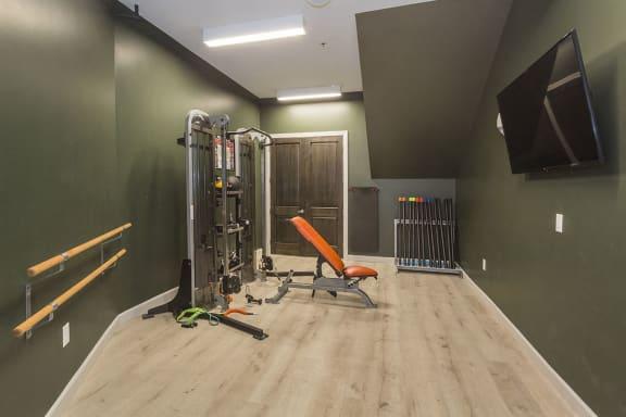 Colorado Springs Apts with Gym near Highway 21