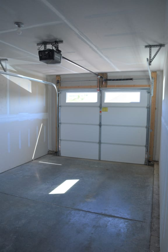 Aspen attached garage at Hawthorne Properties, Indiana