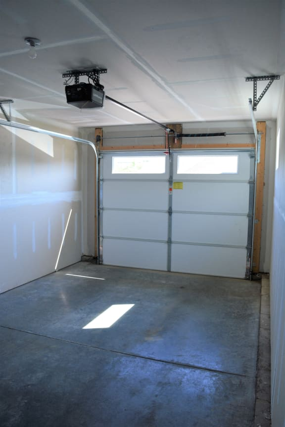 Universally Attached And Detached Garages at Hawthorne Properties, Lafayette