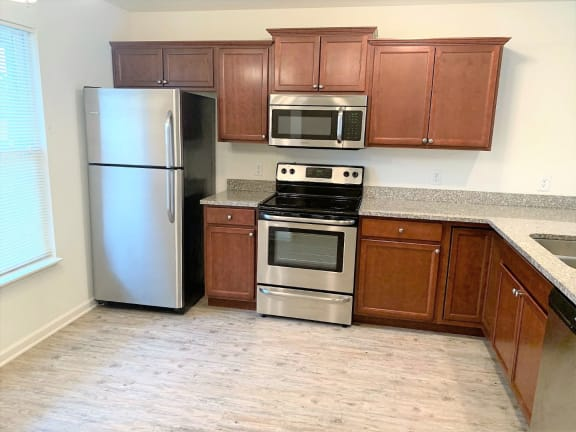 Electric Range In Kitchen at Hawthorne Properties, Indiana, 47905
