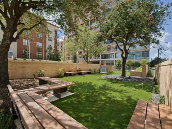 Beautiful Landscaping and Park-like Setting at The Sovereign at Regent Square, TX