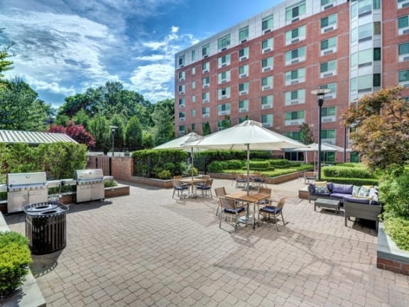 Picnic and BBQ Area at Windsor at The Gramercy, 2 Canfield Ave., White Plains, NY 10601