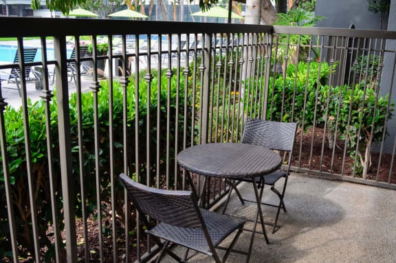 Outdoor Dining Area at Madison Park Apartment Homes, 2235 W Broadway, CA