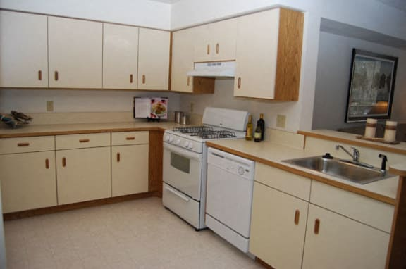 Spacious Kitchen with Breakfast Bar at Tall Oaks Apartment Homes in Kalamazoo, MI