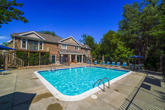 Outdoor Turquoise Swimming Pool at Tall Oaks Apartment Homes, Michigan