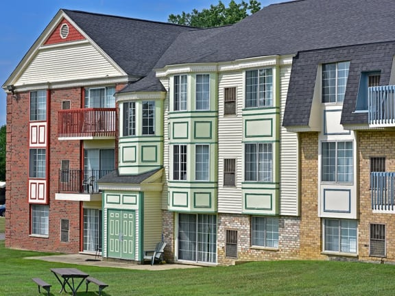 Various floor plan options available at Thornridge Apartments in Grand Blanc, MI