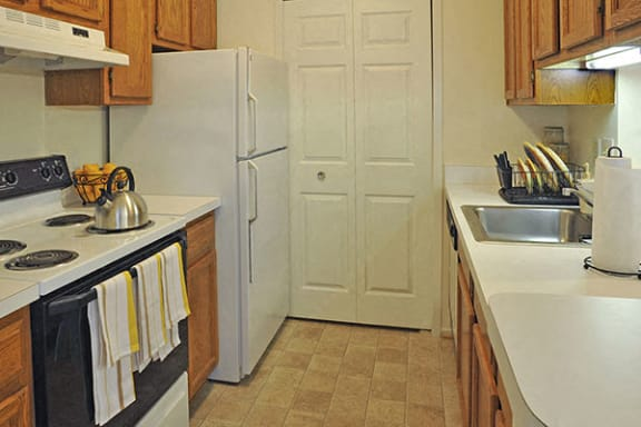 Well Equipped Kitchen with White Appliances at LakePointe Apartments, Batavia, OH