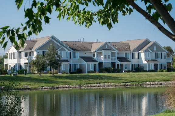 Lush Green Surroundings at Farmington Lakes Apartments Homes, Oswego, IL, 60543