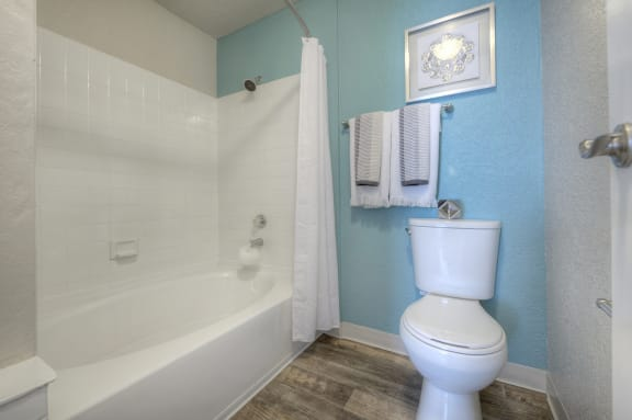 Over-sized Garden Tub at Vizcaya Hilltop Apartments, Reno, Nevada