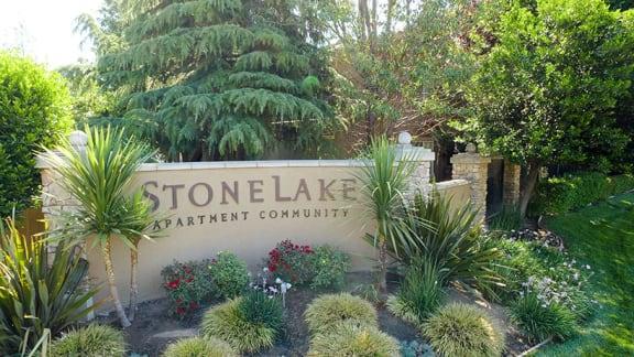 Monument Sign l Stonelake Apartments in Elk Grove CA
