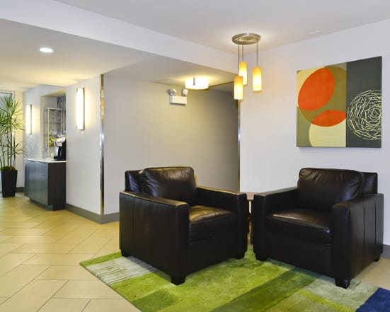 Lobby Seating at Reside at 2727 Apartments, 2727 N Pine Grove Ave, 60614