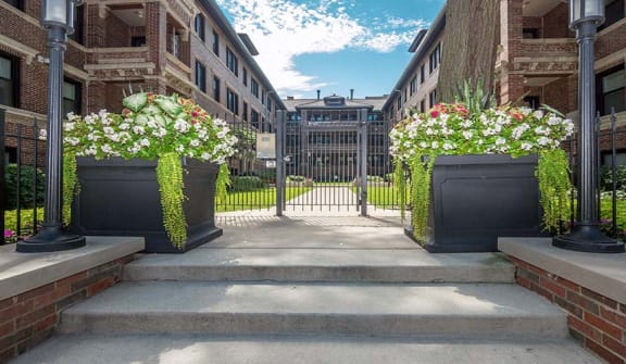 Courtyard at Reside on Irving Park