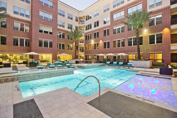 Resort Style Relaxation Pool with Grilling Stations at Midtown Houston by Windsor, Texas