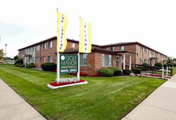 at Golf Manor Apartments, Roseville, MI,48066