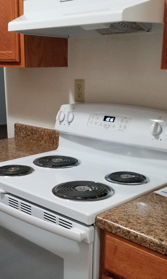 Electric Stoves at Candlewyck Apartments, Kalamazoo, 49001
