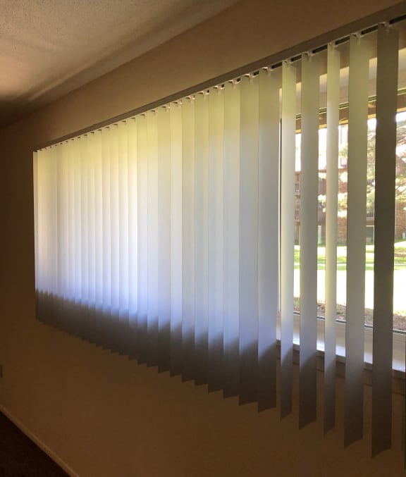 Blinds Available at Candlewyck Apartments, Kalamazoo, MI, 49001