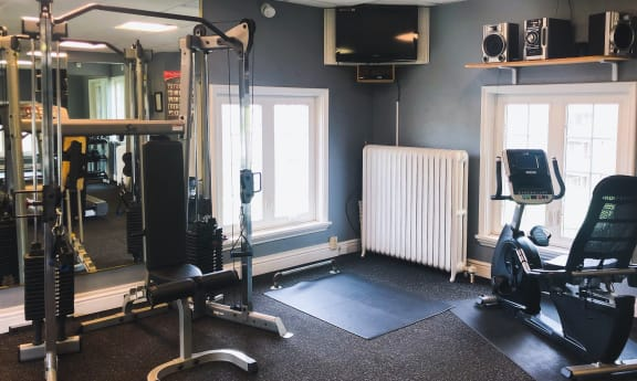 Club-Quality Fitness Center at Candlewyck Apartments, Kalamazoo, MI